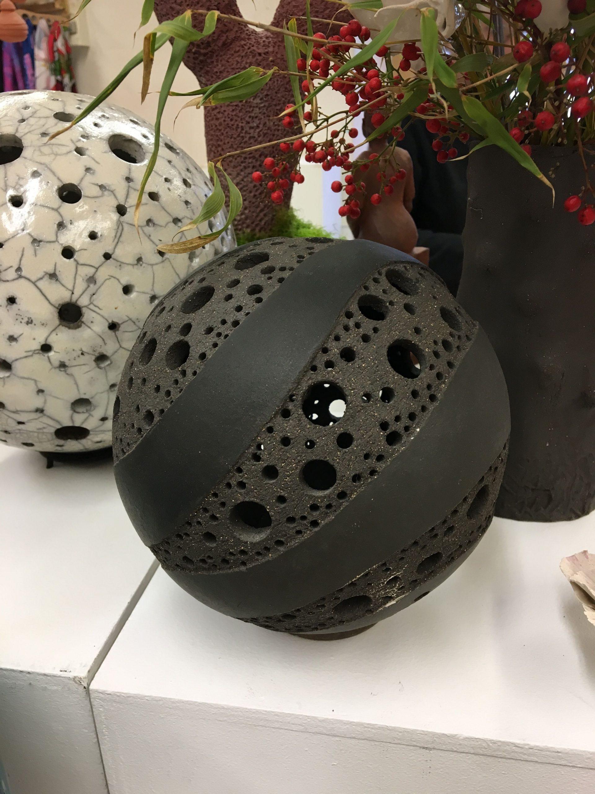 Épinglé Par Cynara Pombo Sur Ipottery | Poterie Céramique ... intérieur Boule Céramique Jardin