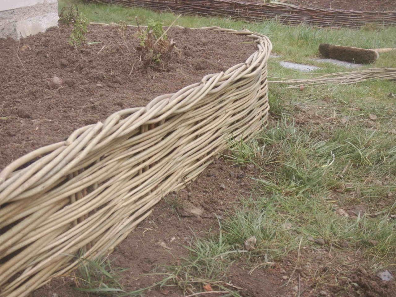 Épinglé Par Gosia Dudka Sur Kosz | Osier, Tresse Et ... avec Bordure De Jardin En Osier Tressé