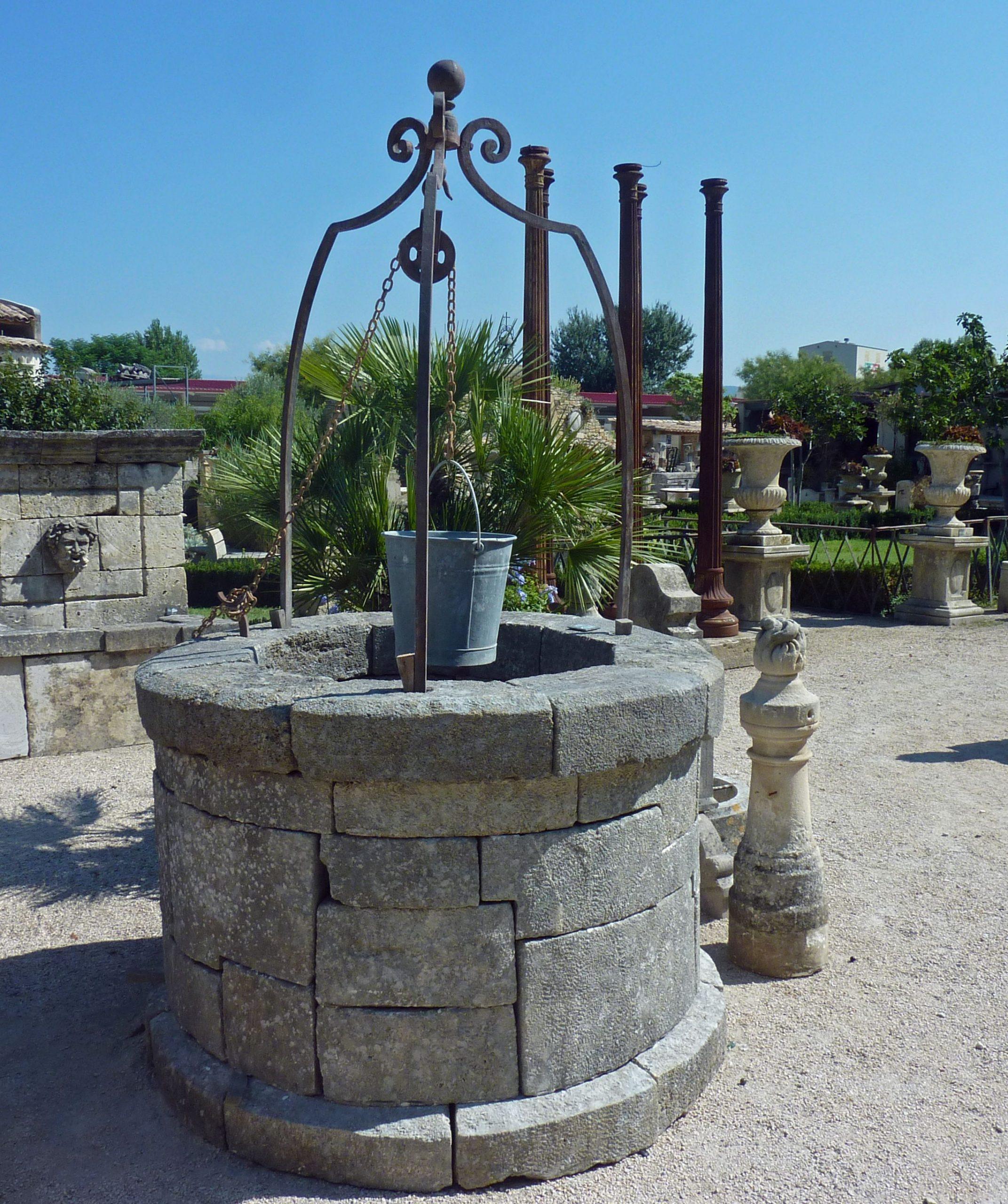 Épinglé Sur Puits destiné Puit Decoratif Jardin