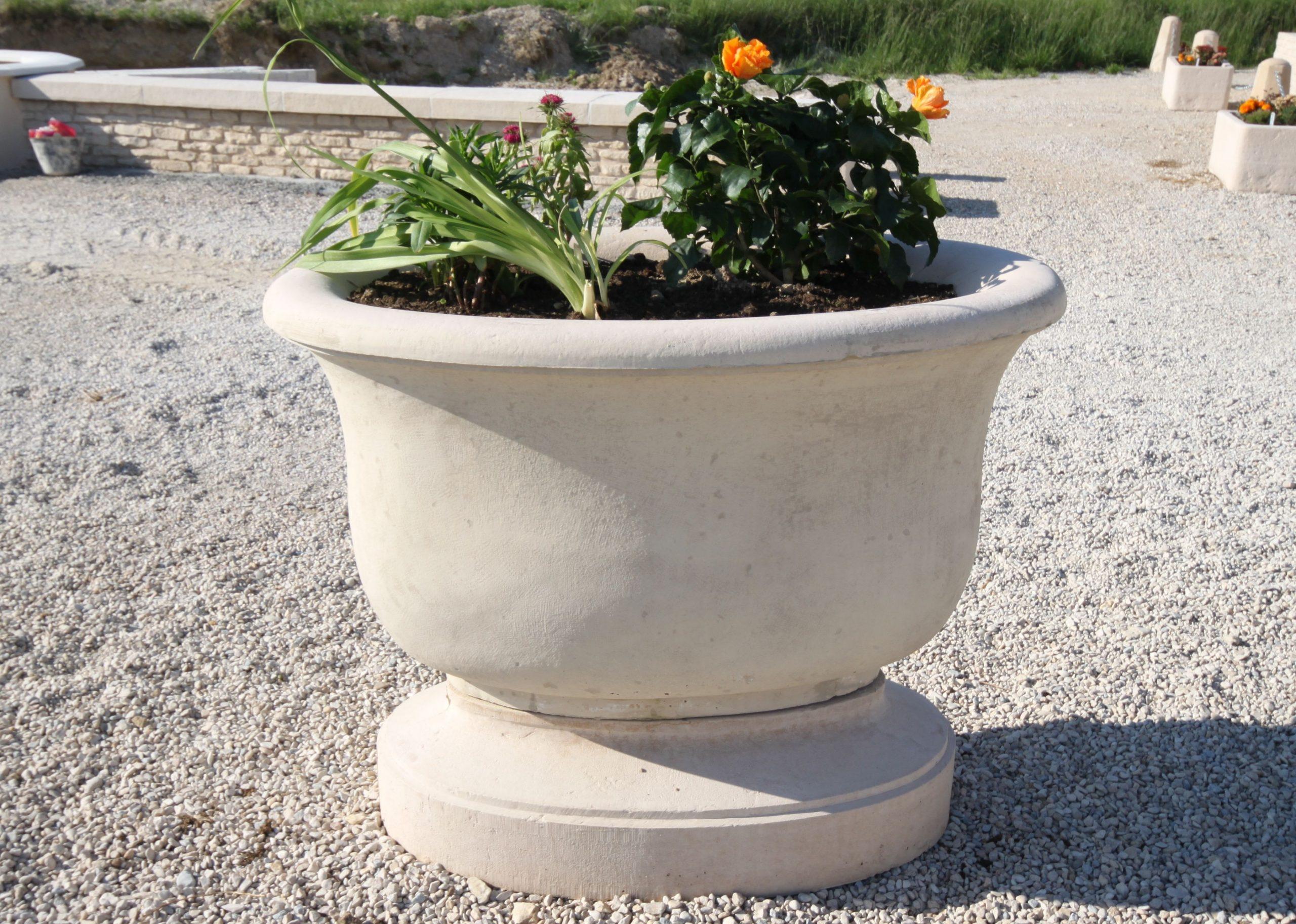 Épinglé Sur Vasques De Jardin En Pierre Reconstituée concernant Vasque Jardin Pierre