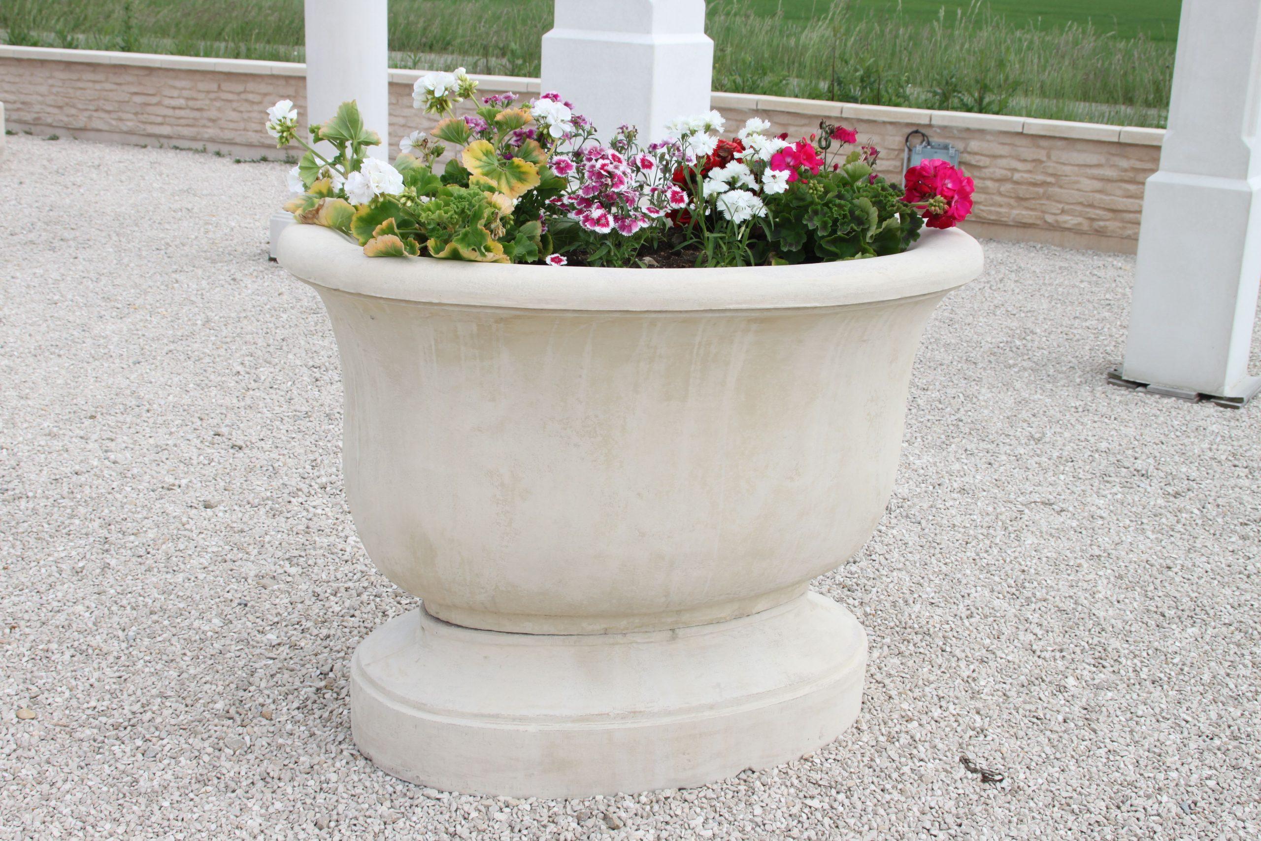 Épinglé Sur Vasques De Jardin En Pierre Reconstituée pour Vasque Jardin Pierre
