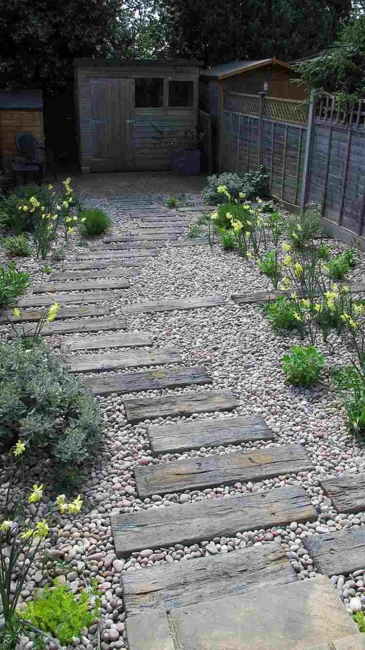 Escalier Jardin Bois Gravier - Idées Pour Un Espace Outdoor ... à Création Allée De Jardin