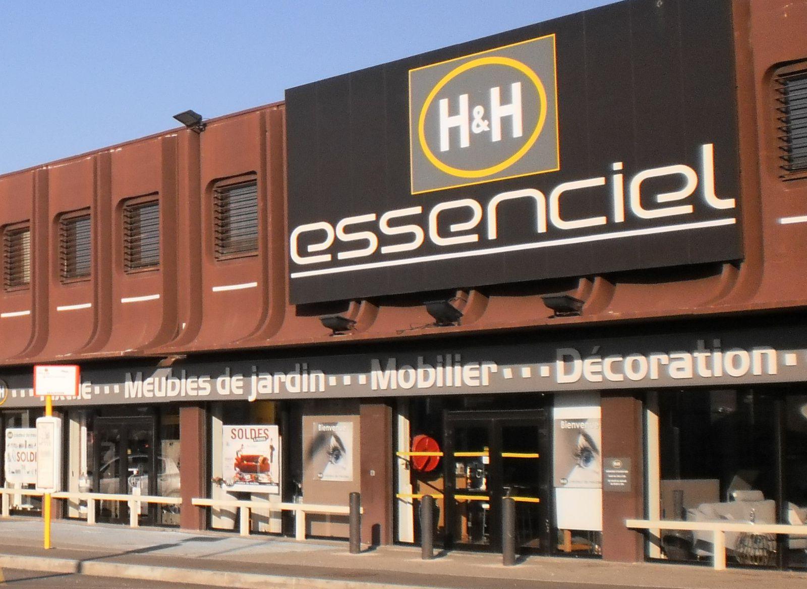 Essenciel À Aix Les Milles (13 290), Bouches Du Rhône avec Magasin Mobilier De Jardin