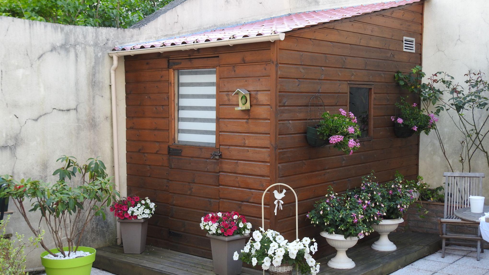 Et Si Vous Faisiez Construire Un Abri De Jardin? intérieur Cabane Outils De Jardin