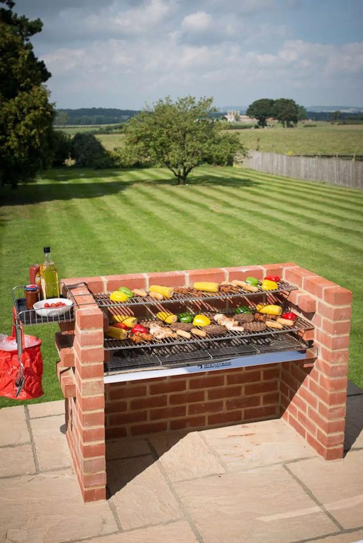 Fabriquer Un Barbecue Diy ! | Barbecue Jardin, Barbecue En ... serapportantà Barbecue De Jardin En Brique