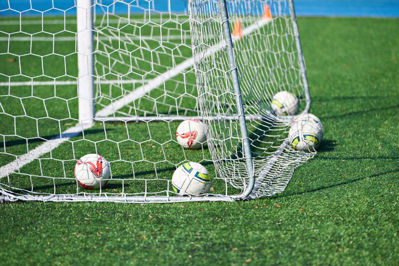 Fabriquer Une Cage De Foot En Tubes De Pvc - Le Guide De Mon ... à Goal De Foot Pour Jardin