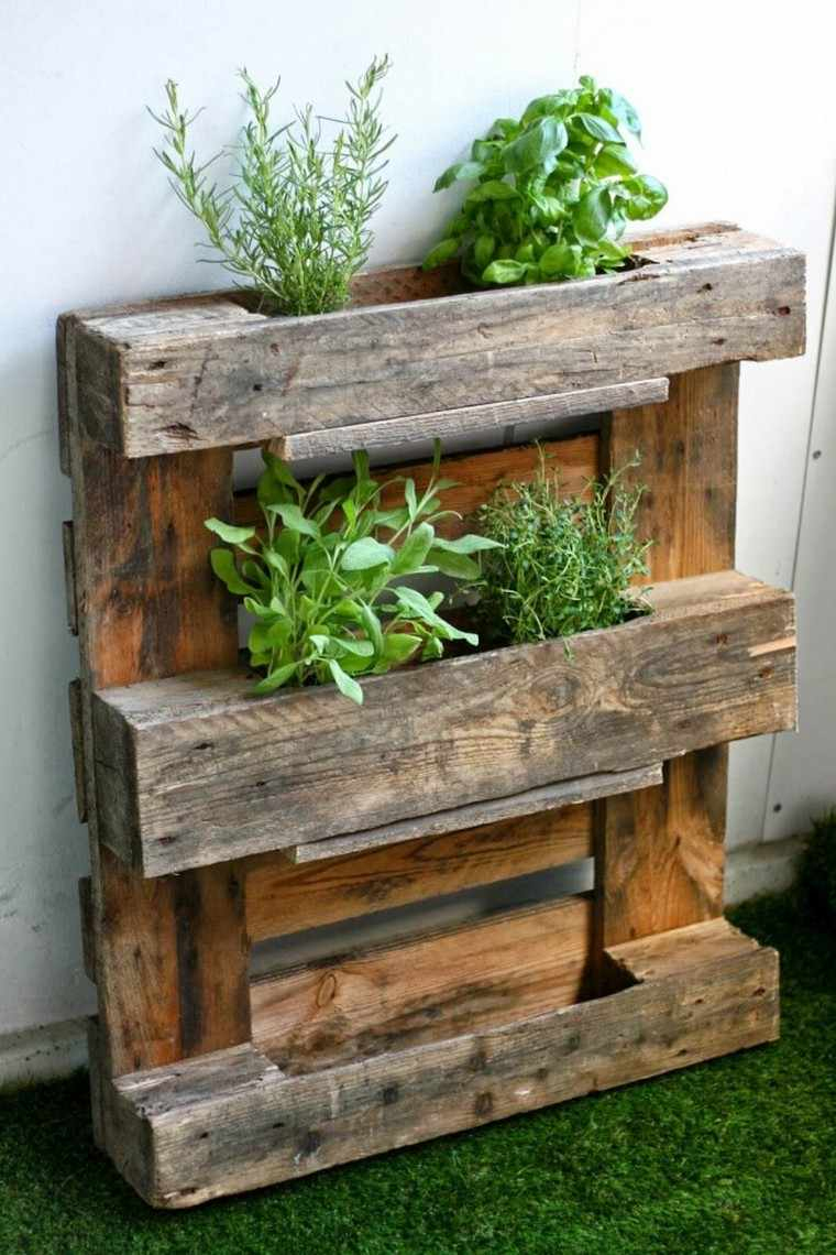 Fabriquer Une Jardinière Verticale En Palette : Tutos Et ... à Bordure De Jardin En Palette