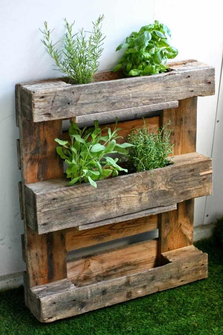 Fabriquer Une Jardinière Verticale En Palette : Tutos Et ... concernant Bac En Bois Pour Jardin