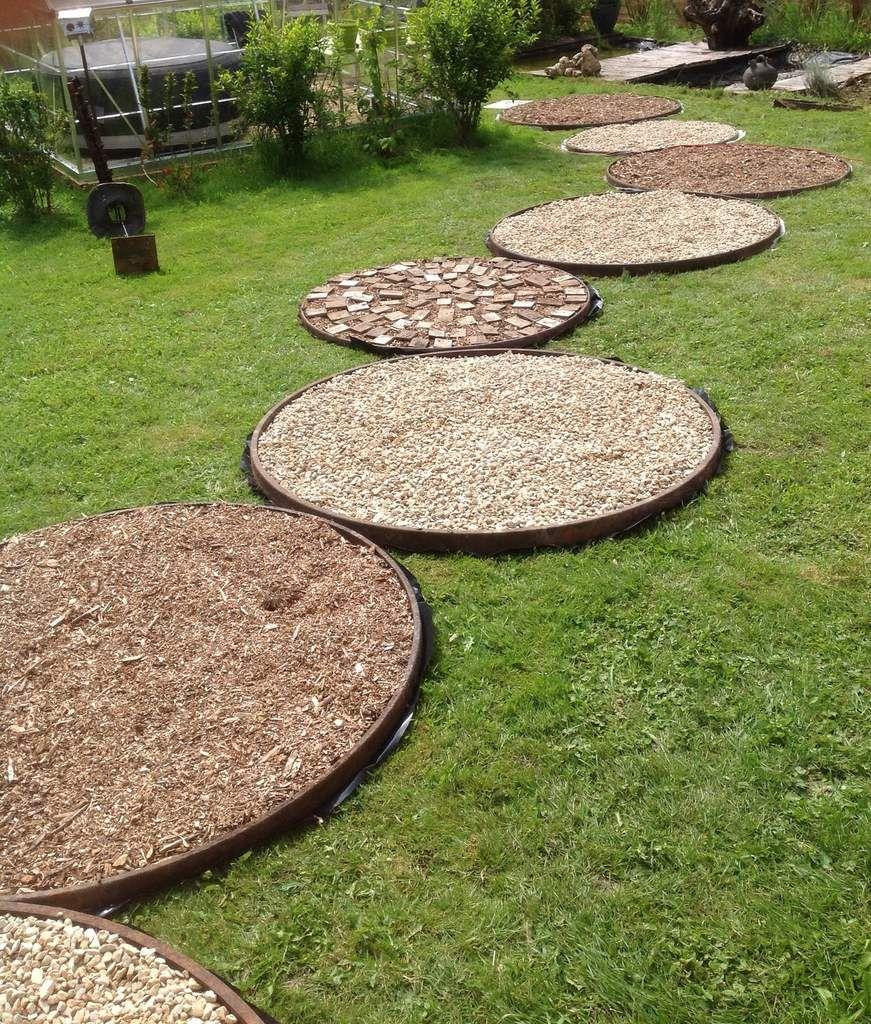 Faire Une Allée De Jardin - Cercles De Roues De Charrettes ... dedans Idée Allée De Jardin