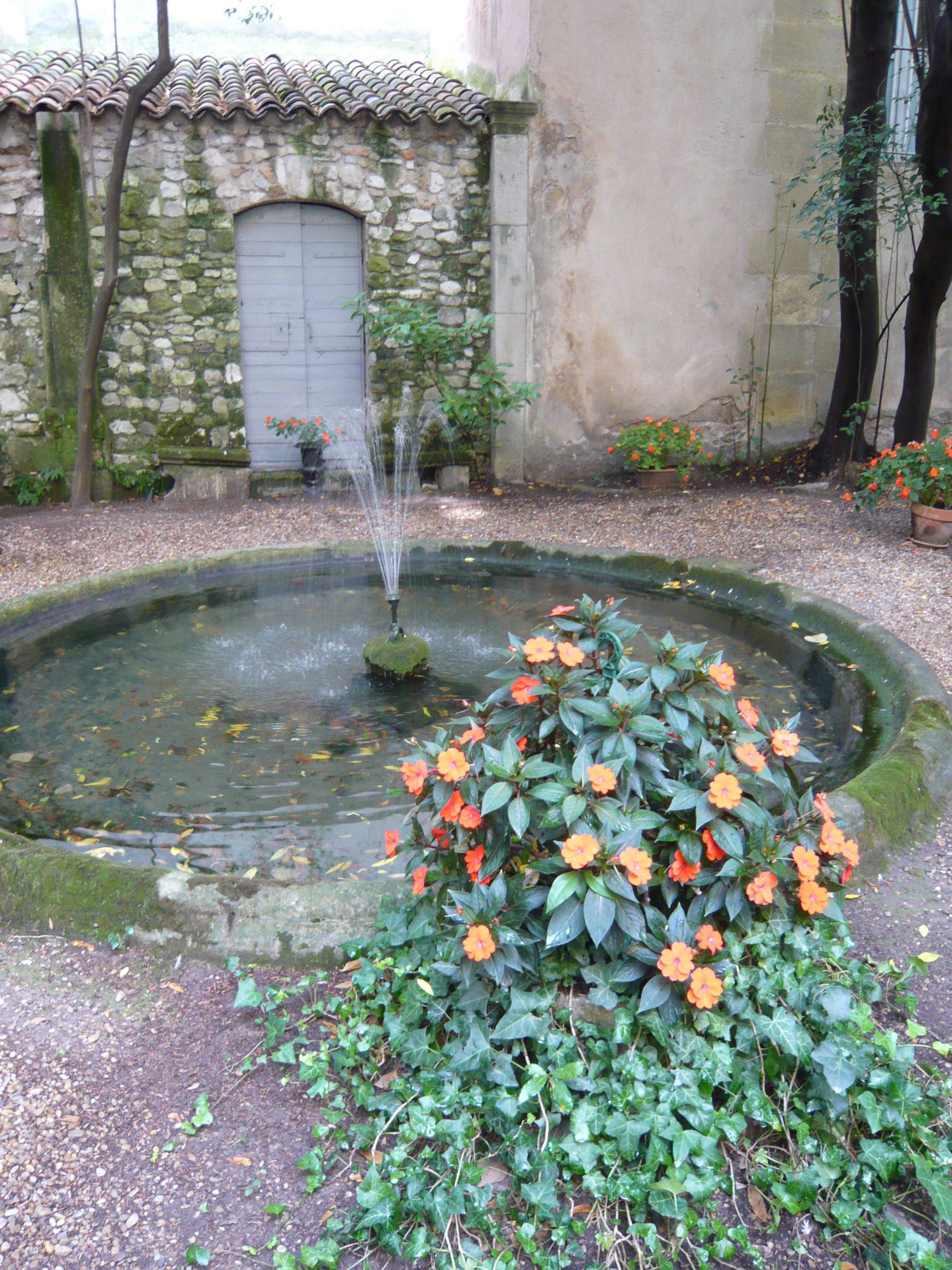 Fichier:fontaine Du Jardin De L'hôtel D'olivary (Avec Jet D ... tout Jet D Eau Pour Fontaine De Jardin