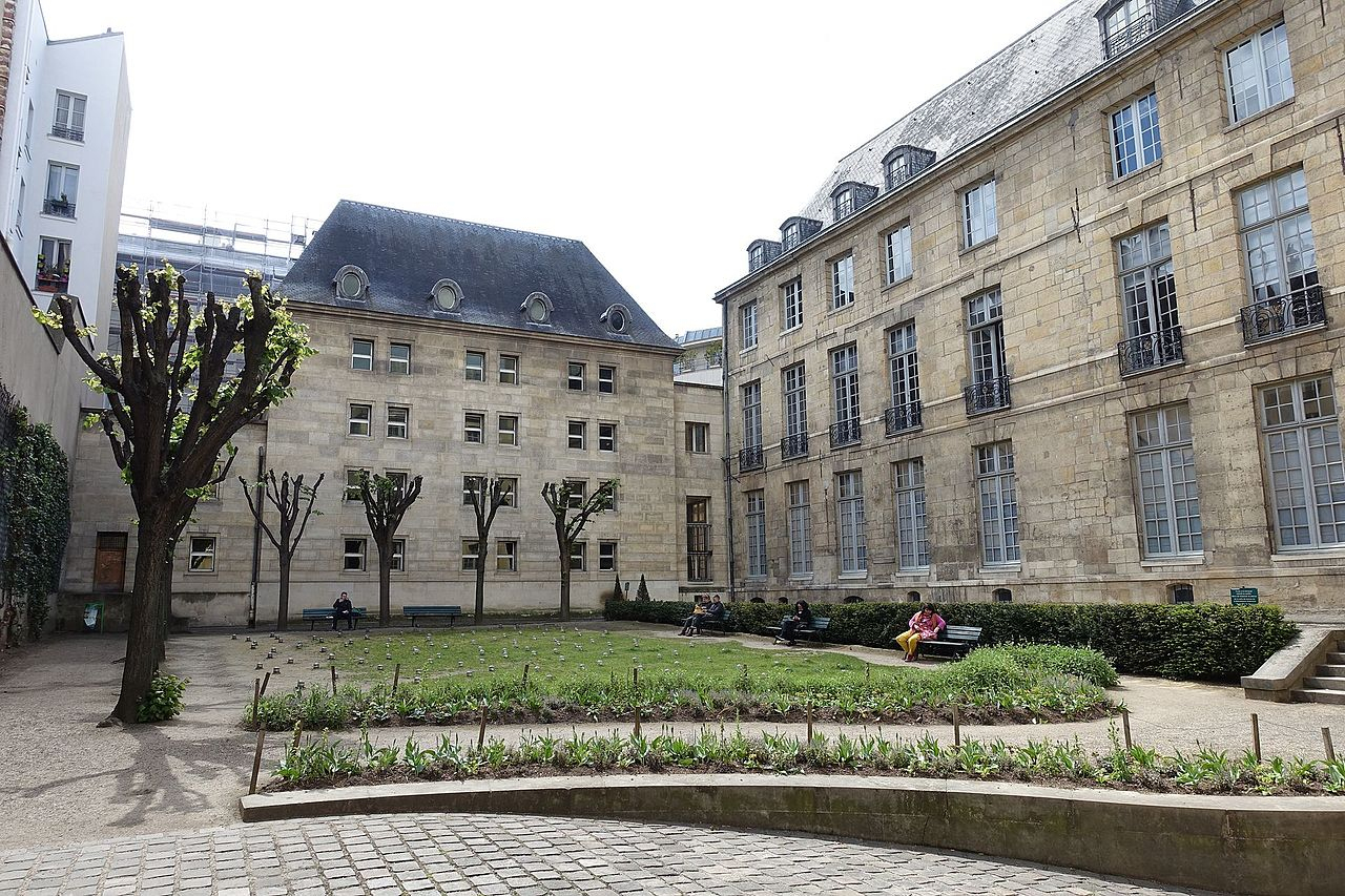 File:jardin De L'hotel De Lamoignon @ Le Marais @ Paris ... destiné Hotel Jardin Du Marais Paris