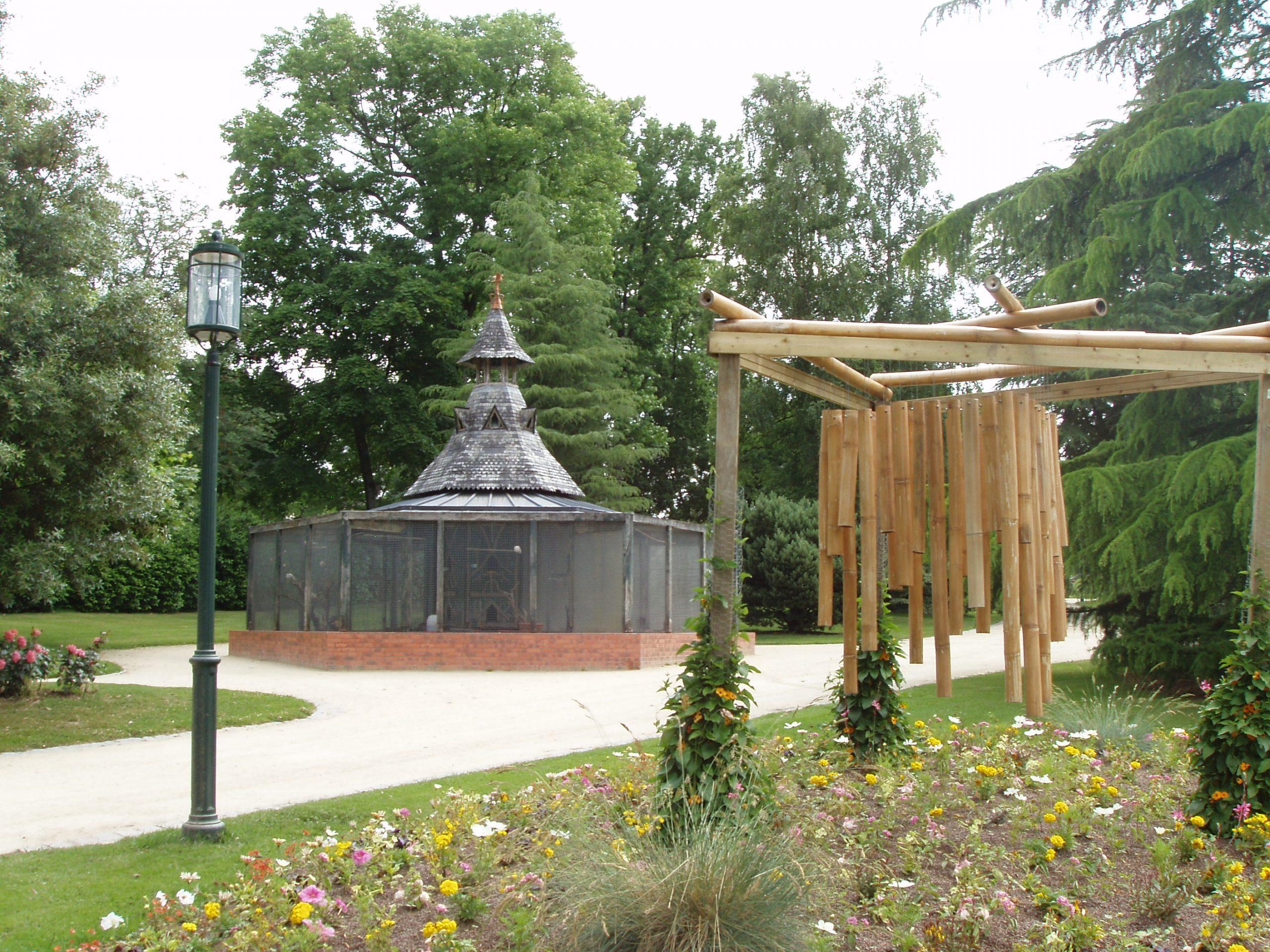 File:jardin Du Parc Volière.jpg - Wikimedia Commons destiné Voliere De Jardin