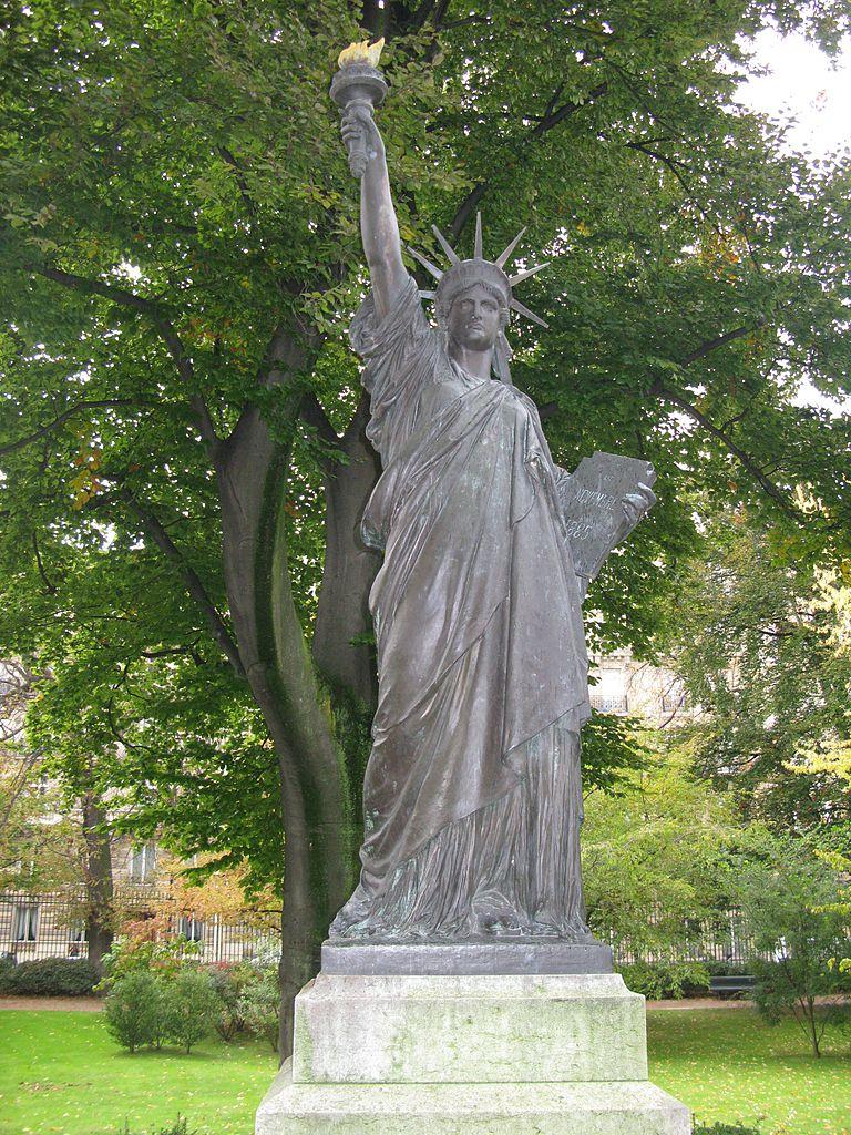 File:jielbeaumadier Statue Liberte Jardin Luxembourg Paris ... encequiconcerne Statut De Jardin