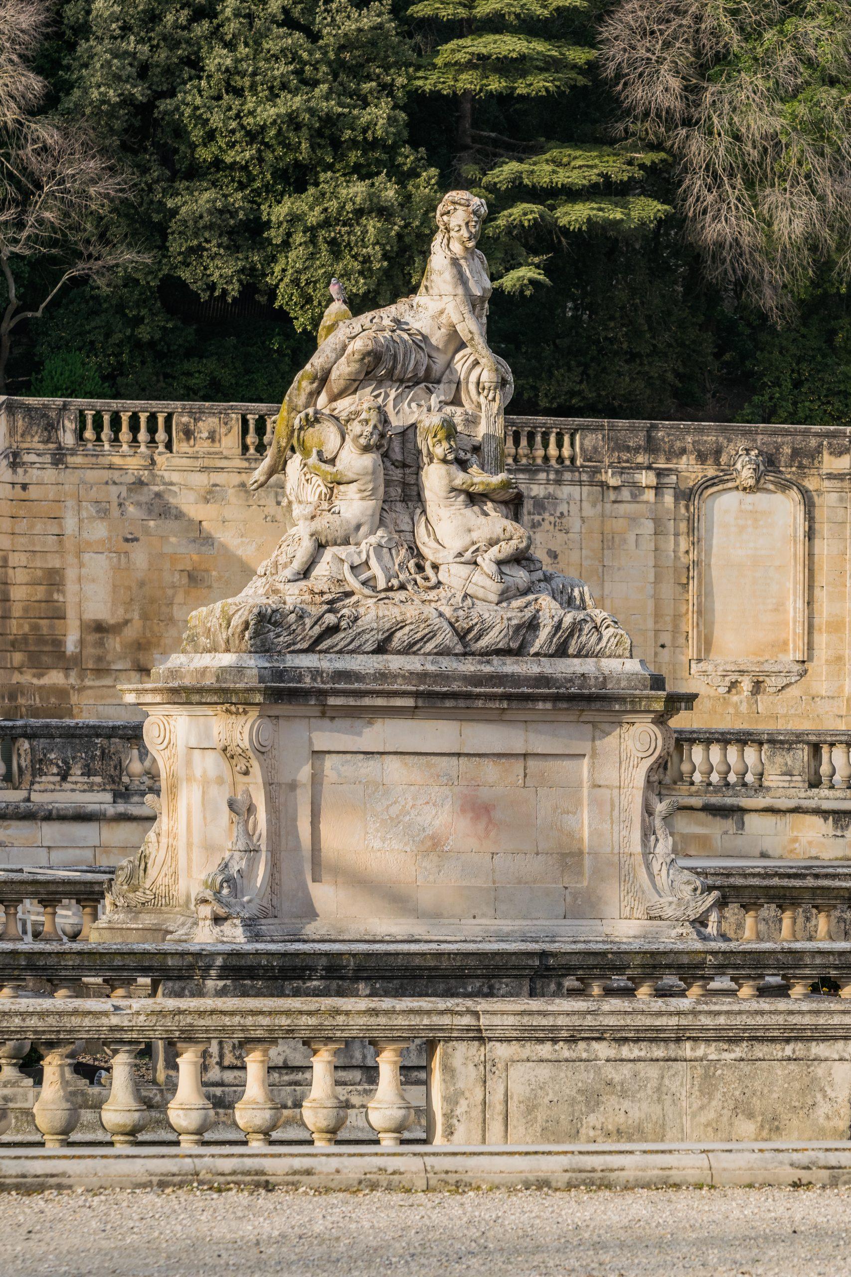 File:statue In Jardins De La Fontaine In Nimes 12.jpg ... destiné Statue Fontaine De Jardin