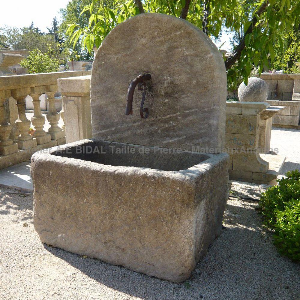 Fontaine De Jardin Dite Fontaine À Bac Massif - Par L ... encequiconcerne Installation Fontaine De Jardin