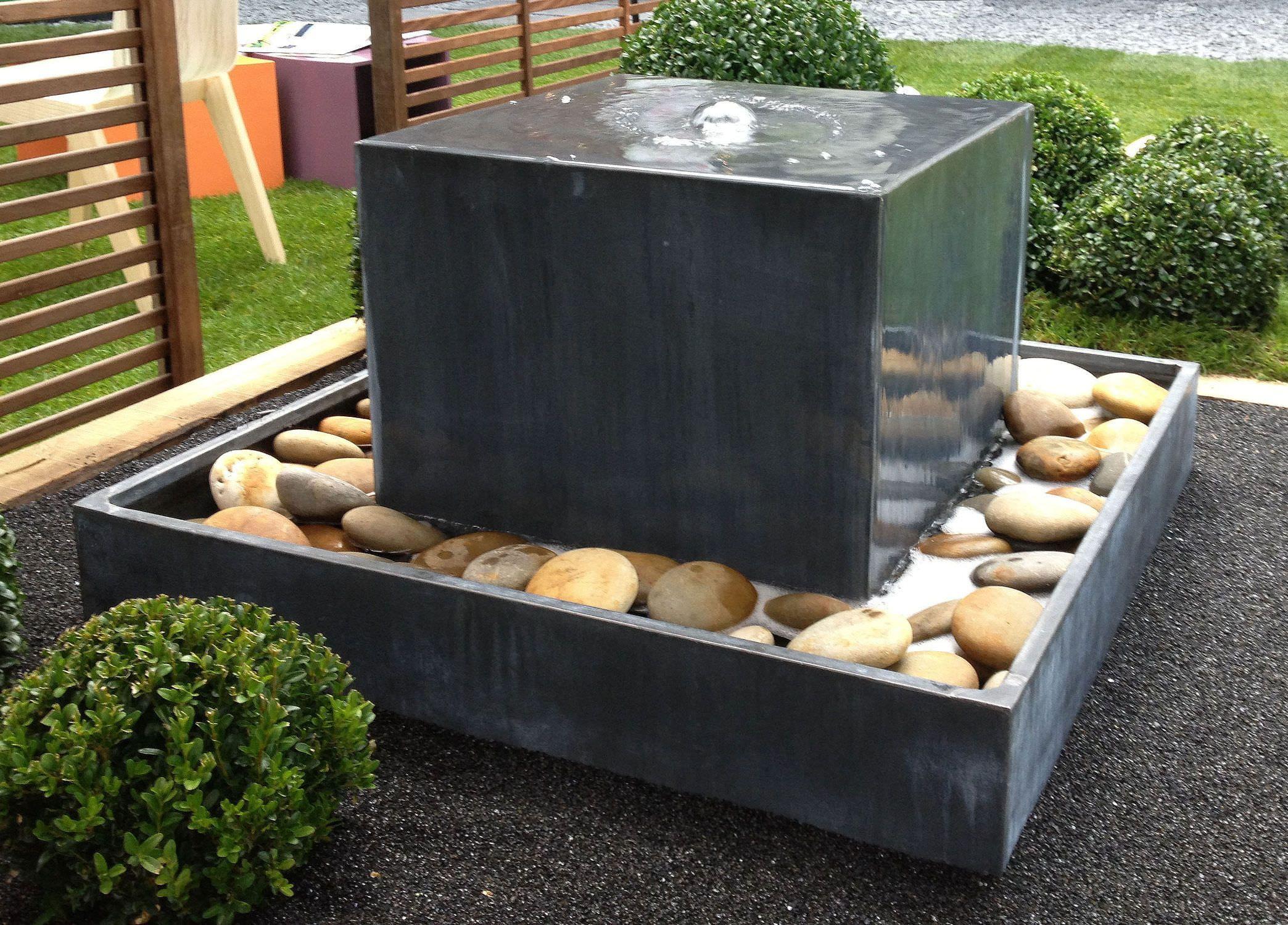 Fontaine De Jardin / En Zinc Fontaine Zinc Cube Tonton ... serapportantà Fontaine Exterieure De Jardin Moderne