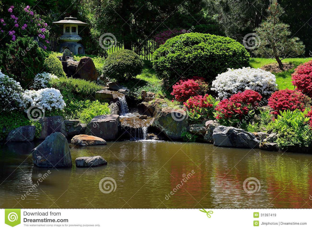 Fontaine Jardin Japonais Petite Fontaine De Chute De L Eau ... concernant Fontaine Jardin Japonais