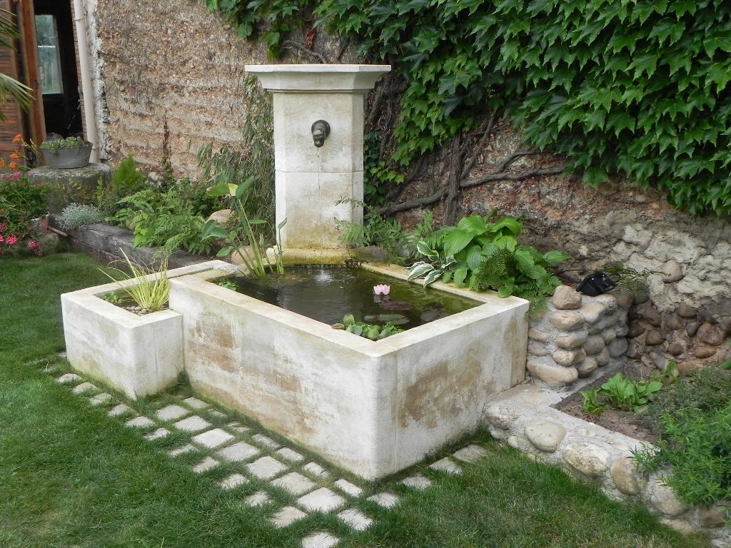 Fontaines En Pierre Naturelle : Fontaine Murale Ou Fontaine ... serapportantà Bassin De Jardin En Pierre