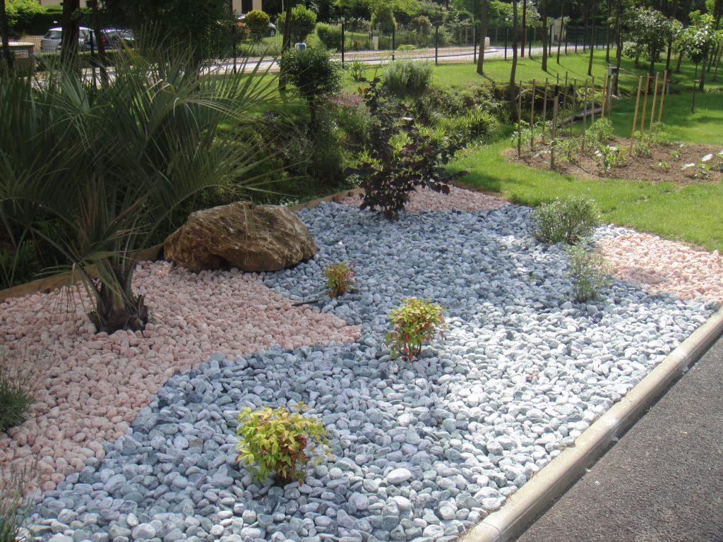 Galets Et Graviers Décoratifs À Bayonne Dans Les Pyrénées ... à Jardin Avec Galets Blancs