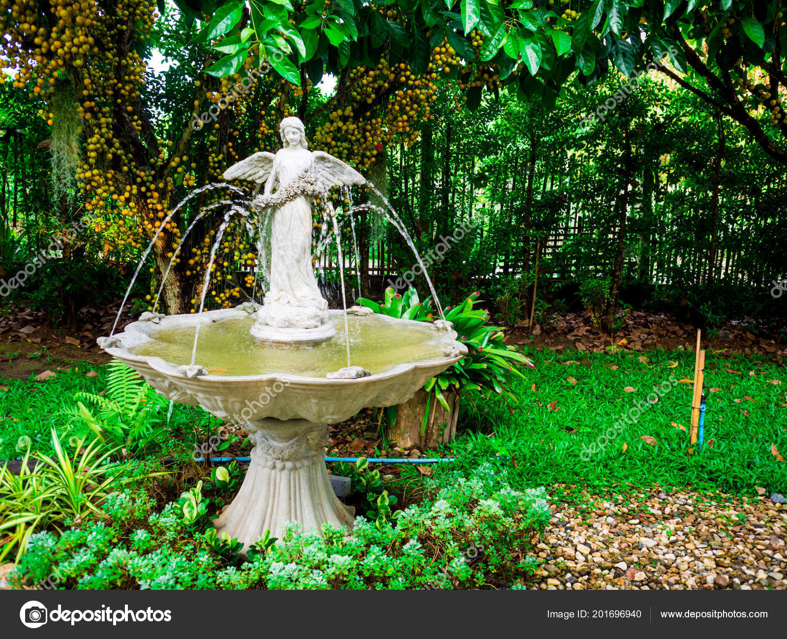 Garden Fountain House — Stock Photo © Dec.nui.gmail ... concernant Fontaine De Jardin En Fonte