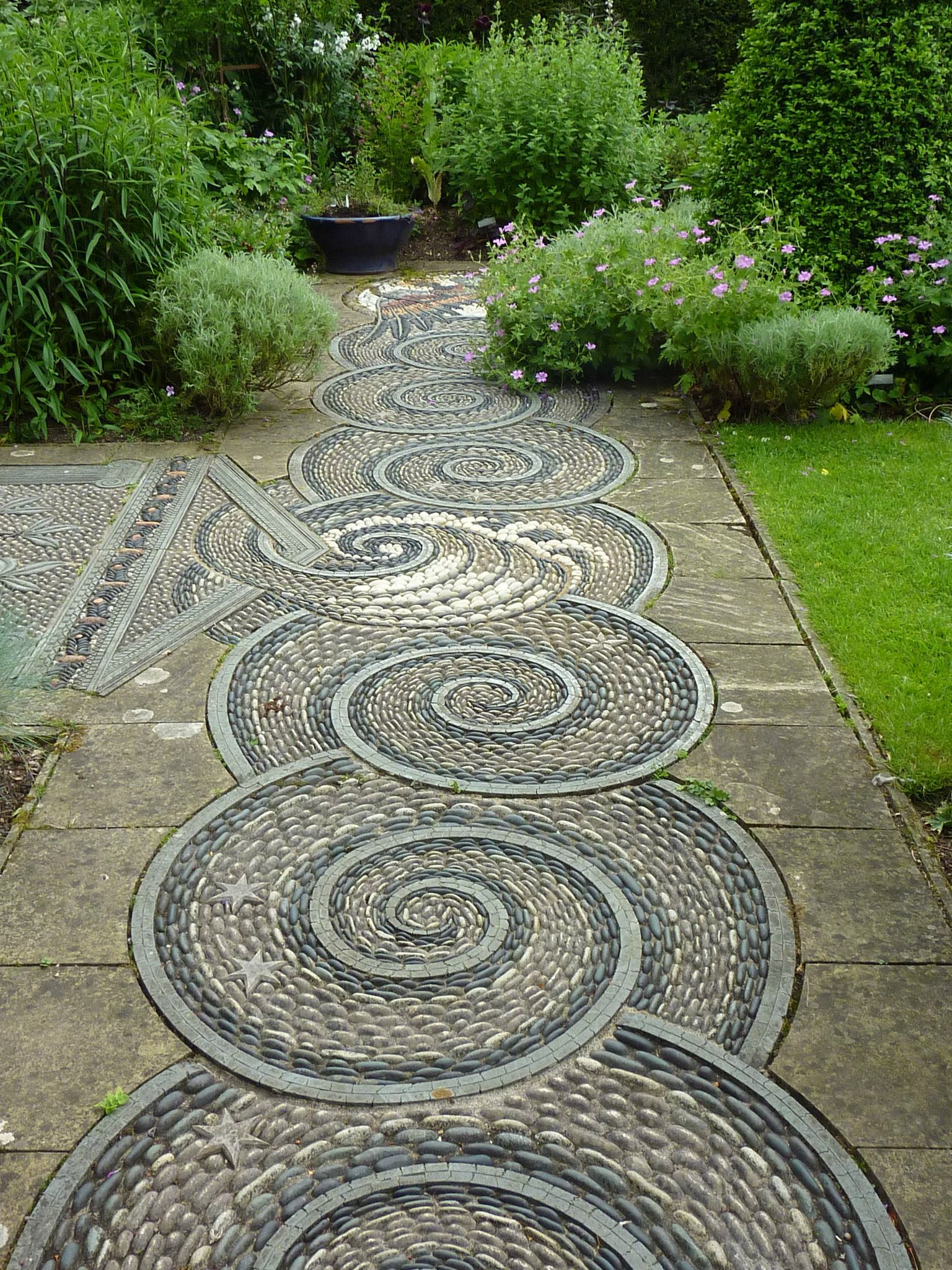 Garden Path Idea~ Pebble Mosaic | Jardin Mosaïque, Pierres ... avec Trompe L Oeil Exterieur Jardin