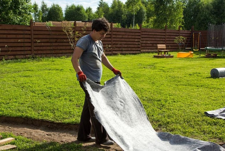 Géotextile : Comment Bien Le Choisir Et Le Poser destiné Geotextile Jardin