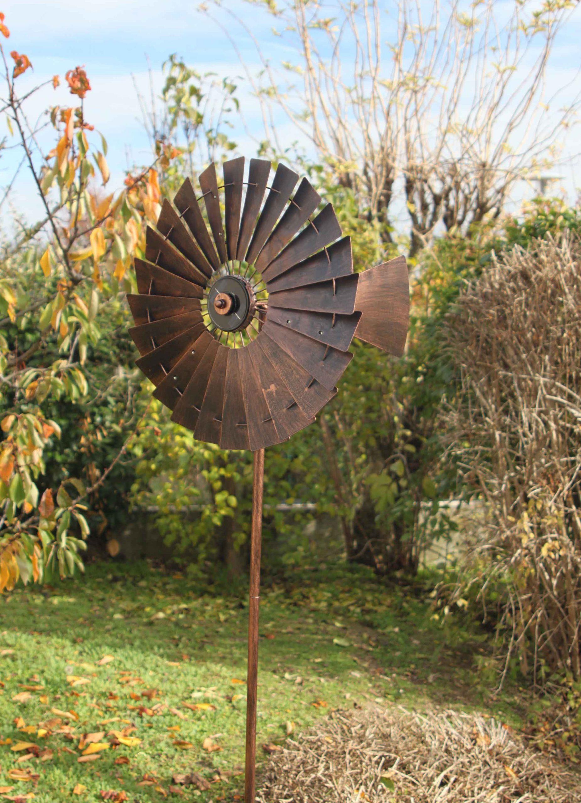 Girouettes Et Éoliennes Qui Tournent Au Vent à Eolienne De Jardin