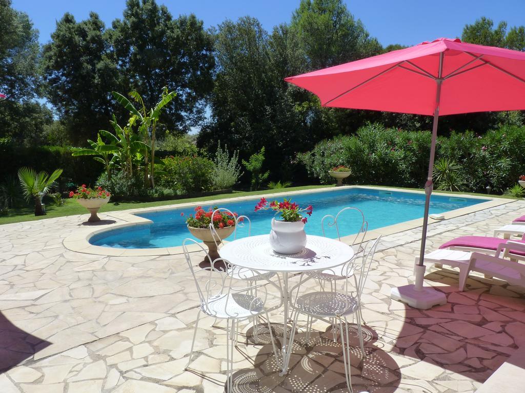 Gite En Rez De Jardin Dans Coin Calme Avec Piscine (Fransa ... concernant Table De Jardin Intermarché