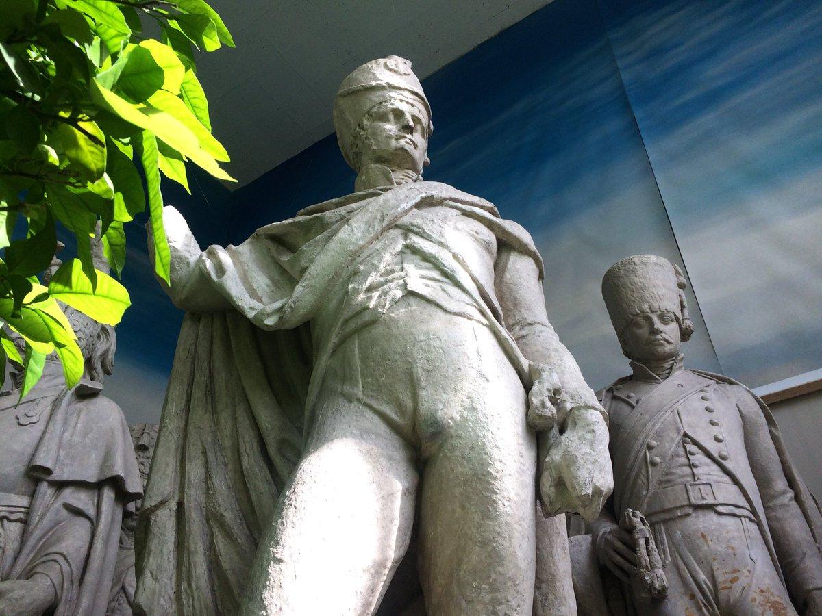"""Guillaume Giraudon On Twitter: """"enfin, L'orangerie (Très ... encequiconcerne Statues De Jardin Occasion"""