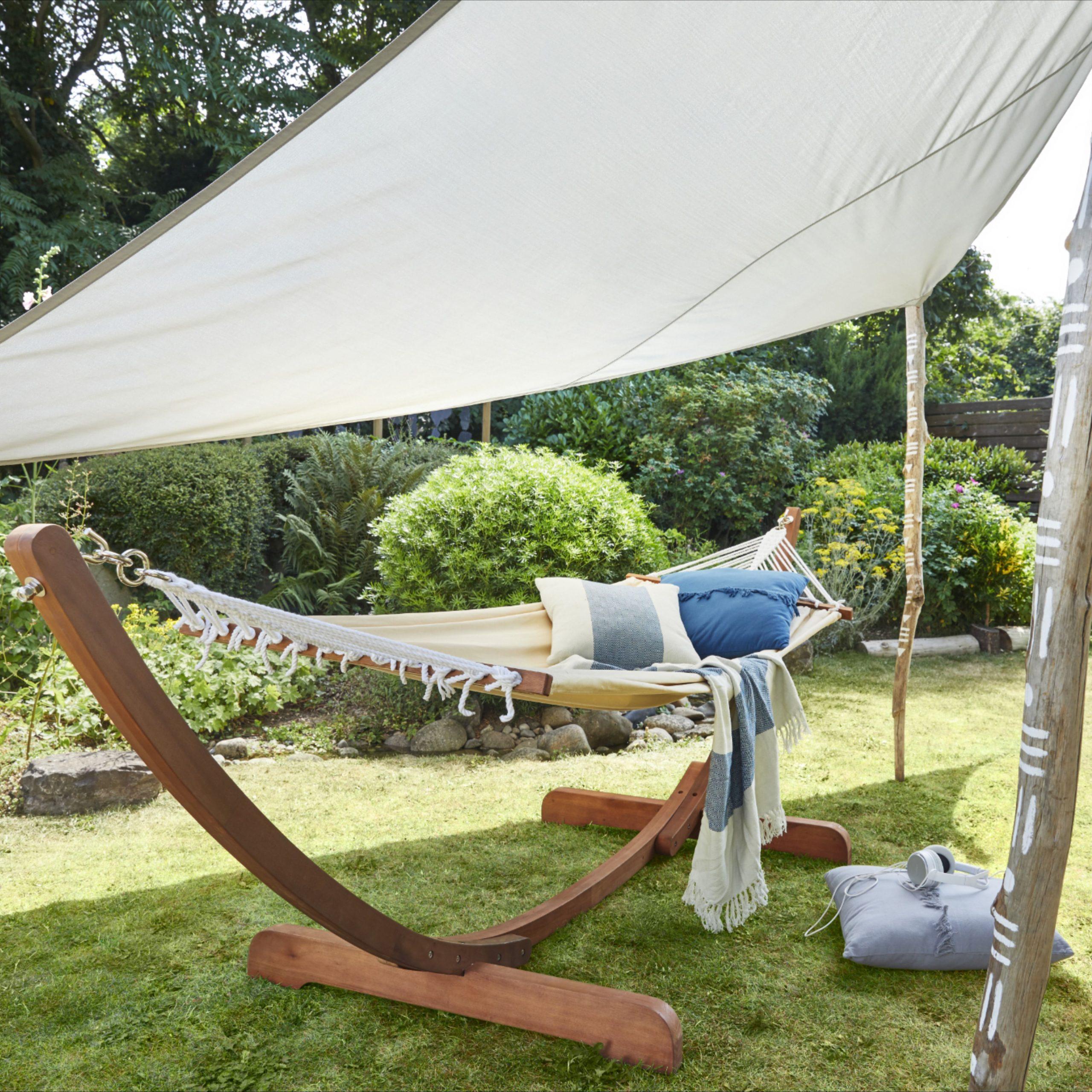 Hamac Et Support Bois Blooma Lopevi Macadamia | Mobilier ... intérieur Balancelle De Jardin Castorama