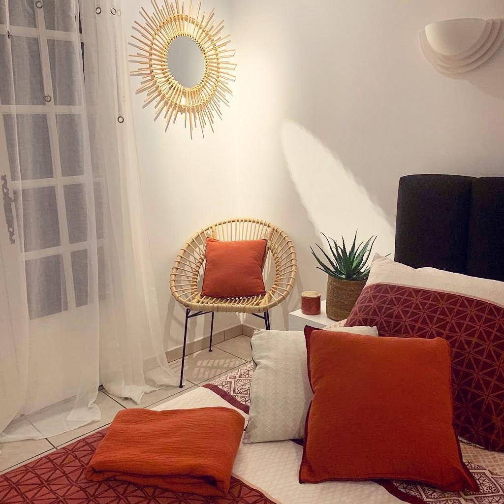 Hoy En Día, La Decoración Es Roja, El Ambiente De Cocooning ... intérieur Salon De Jardin Centrakor