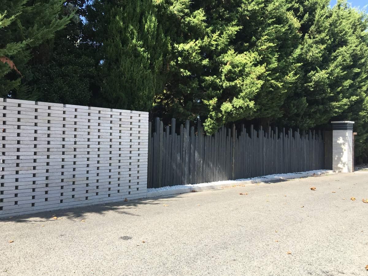 Idée De Carrelage Moderne Pour Une Terrasse Le Tholonet - Id ... serapportantà Idee Brise Vue Jardin