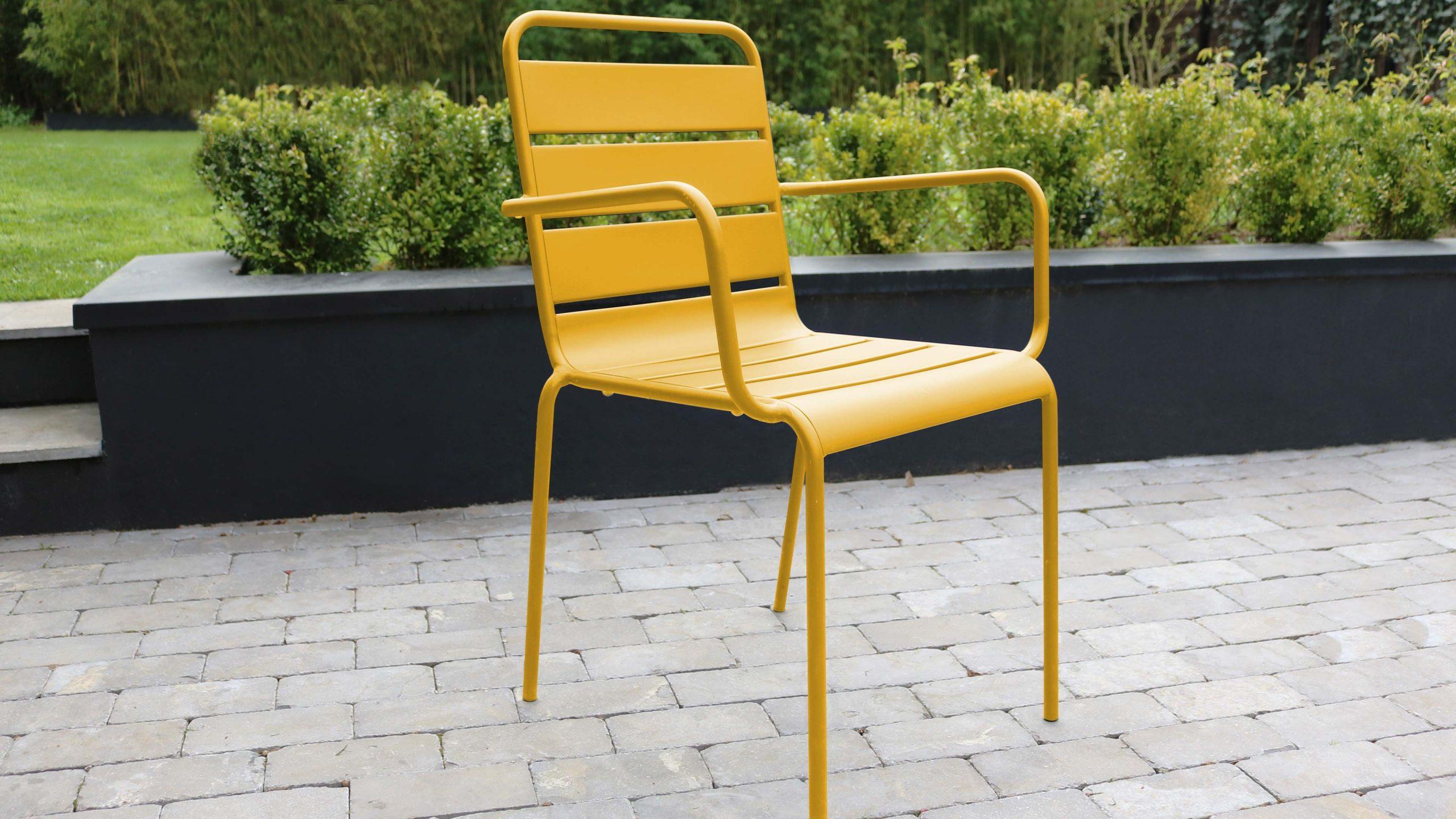 Idée Décoration De Jardin : Le Jaune S'invite Sur Votre ... encequiconcerne Chaise Jardin Colorée