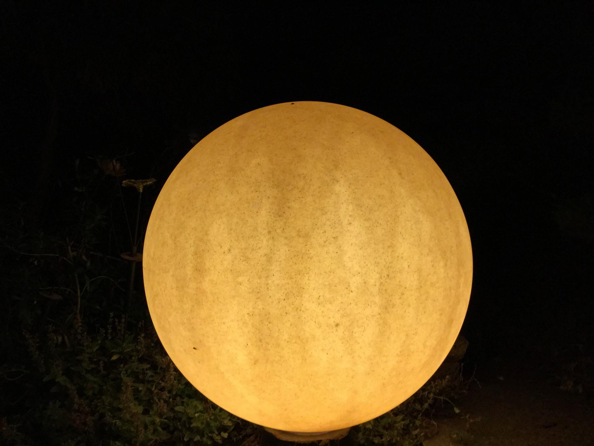 Idées D'éclairage De Jardin : Les Sphères Lumineuses destiné Sphere Lumineuse Jardin