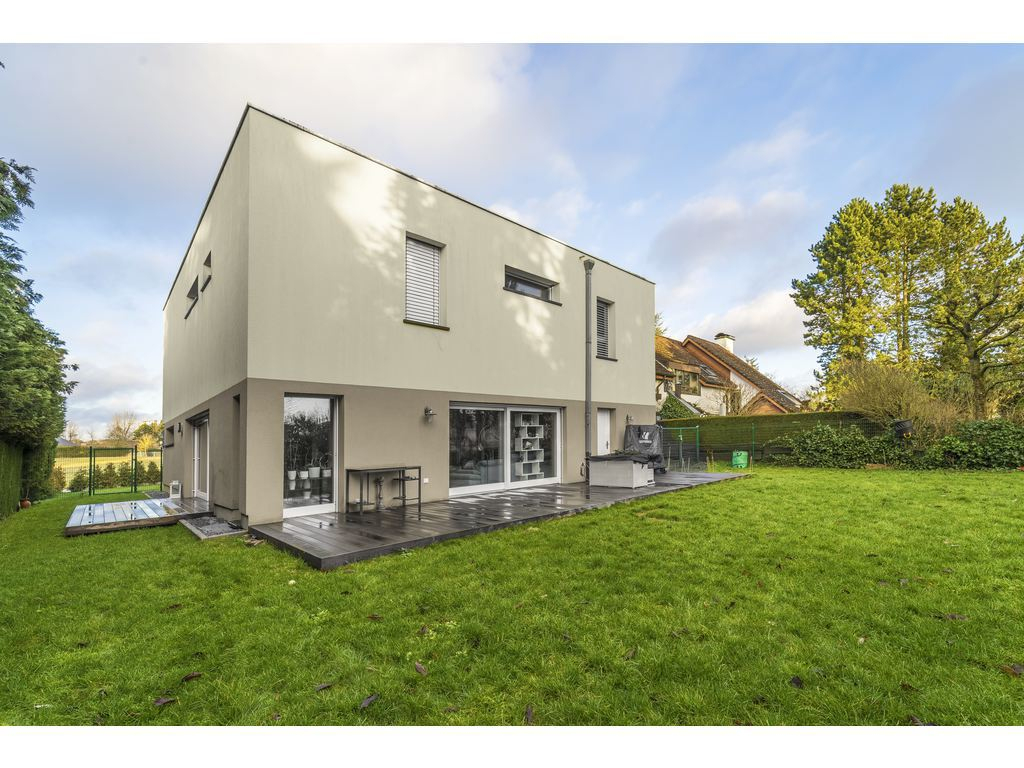 Individual House 4 Rooms For Sale In Strassen (Luxembourg ... à Plot Lumineux Jardin