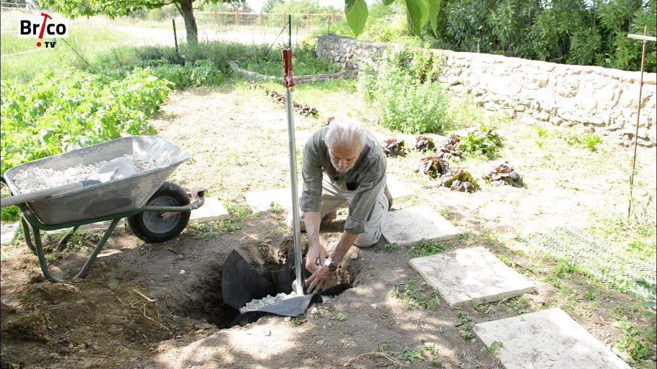 Installer Un Robinet Antigel Dans Un Jardin - Tuto Brico Pour Poser Un  Robinet Antigel À L'extérieur pour Applique Pour Robinet De Jardin