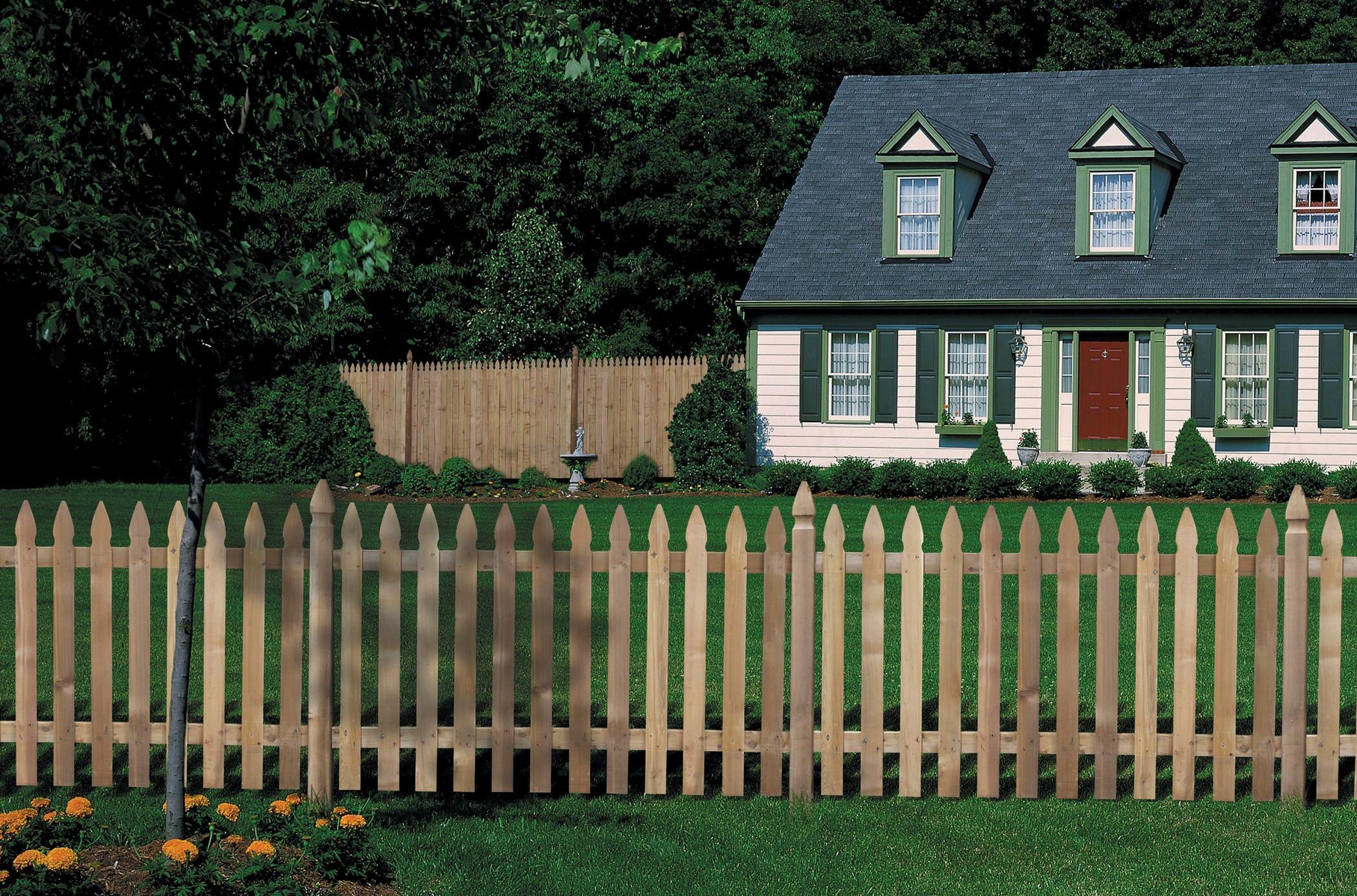 Installer Une Clôture En Bois   Pratique.fr encequiconcerne Barriere Jardin Pour Chien