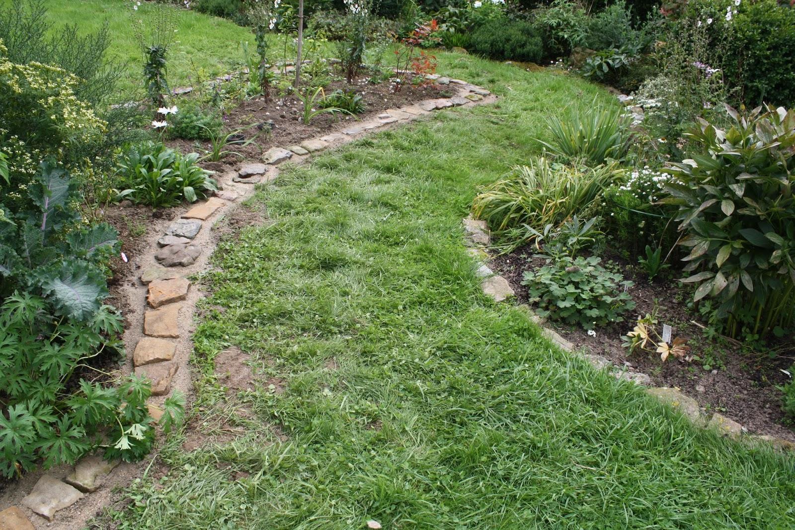 Jardin À Welekete: Bordure En Moellon dedans Bordure Jardin Pas Cher