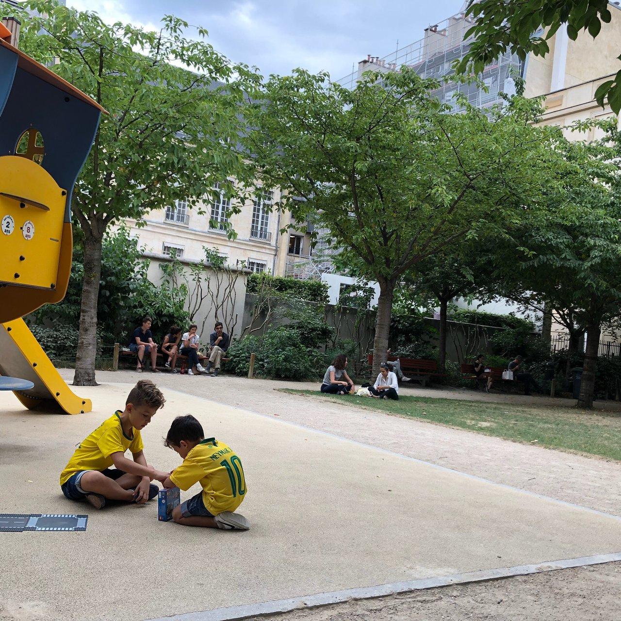 Jardin Anne-Frank - Paris - Jardin Anne-Frank Yorumları ... pour Fontaine De Jardin Leroy Merlin