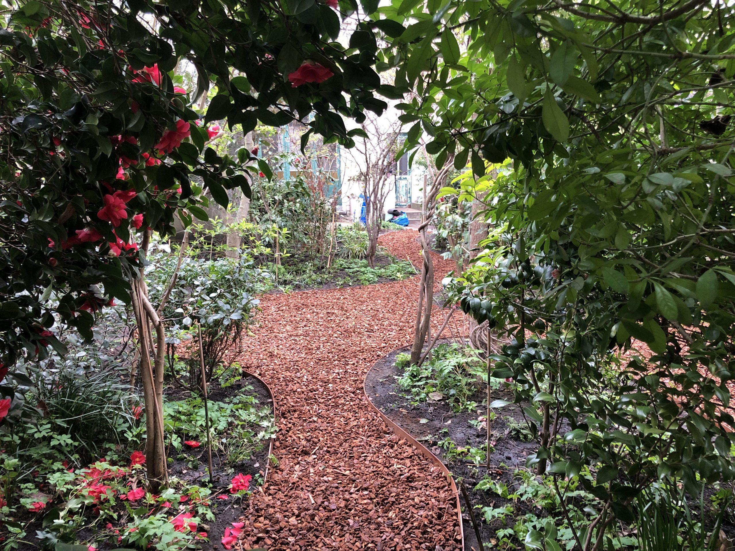 Jardin De Ville De 200M2 // Bruxelles - Schaerbeek ... destiné Copeaux De Bois Jardin