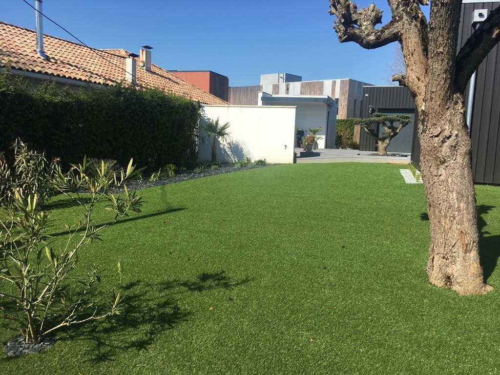 Jardin En Gazon Synthétique - Verébo destiné Entretien Jardin Bordeaux
