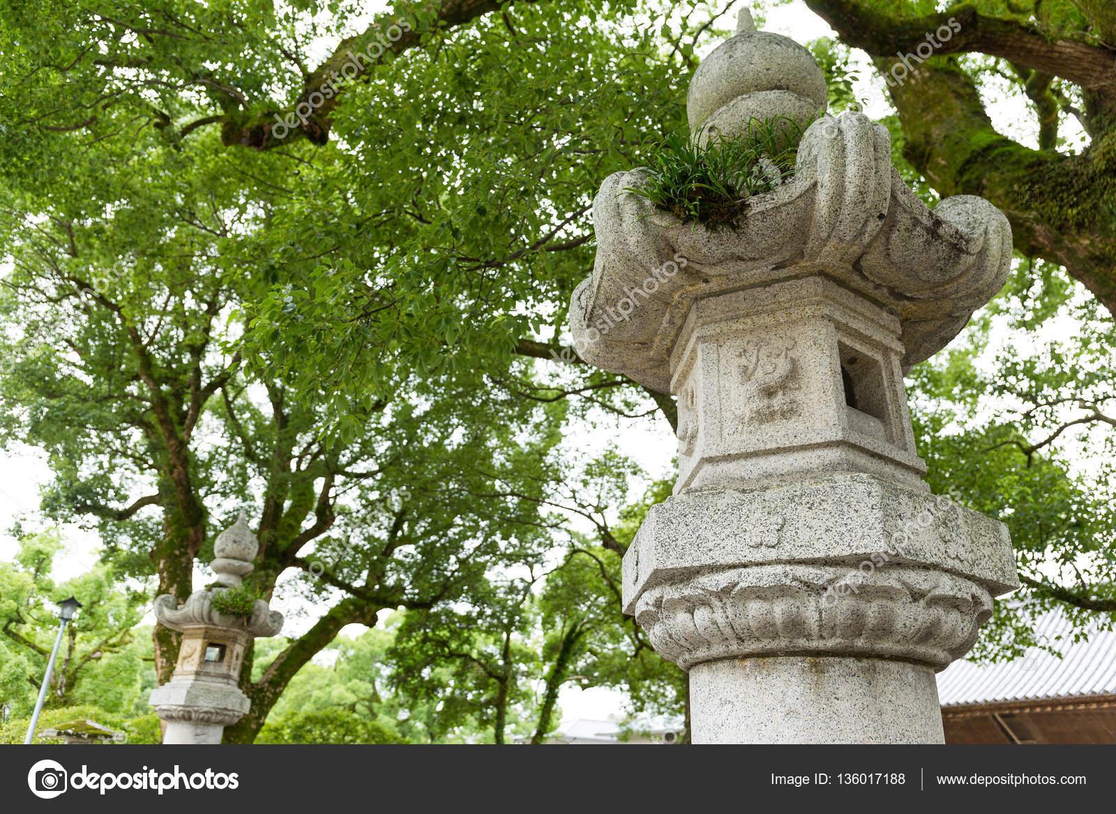 Jardin Japonais Et La Lanterne De Pierre — Photographie ... destiné Lanterne Pierre Jardin Japonais