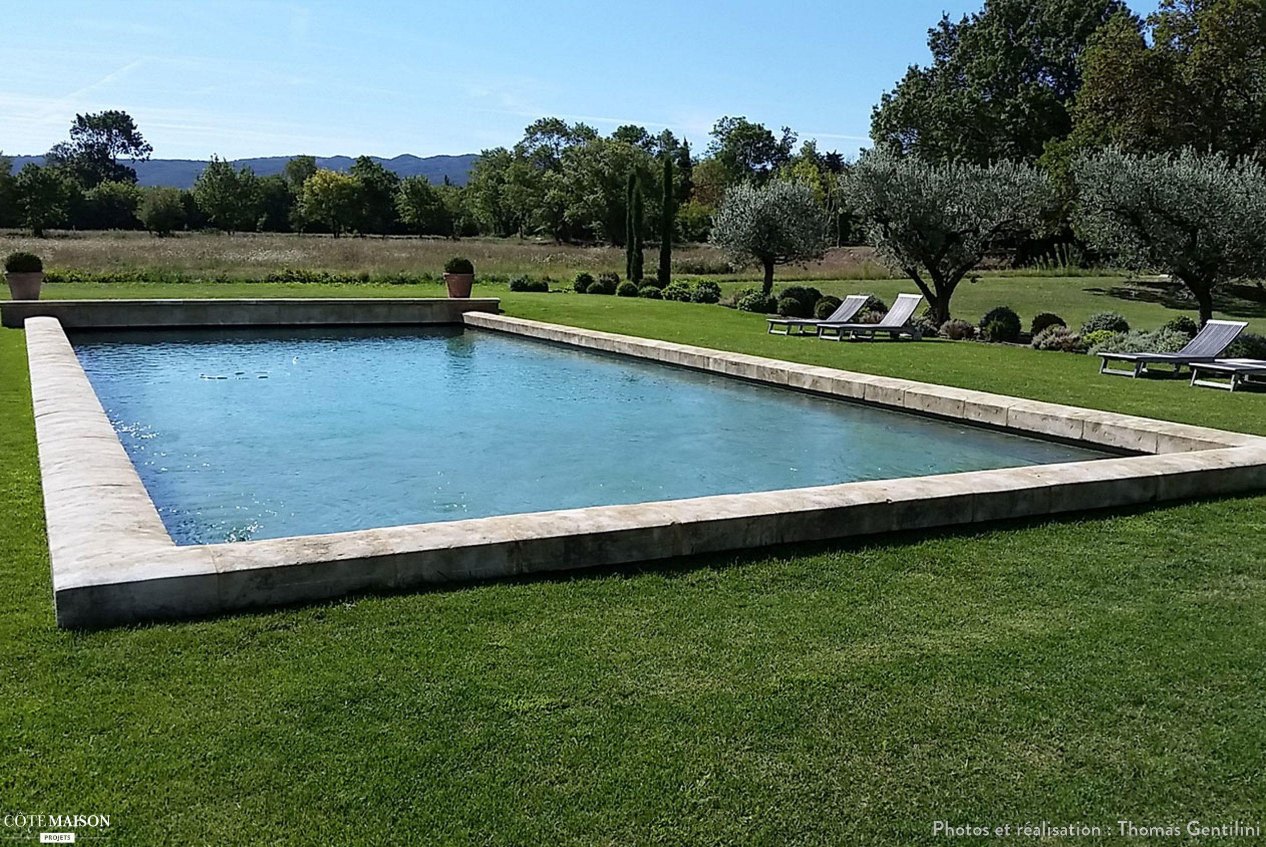 Jardin Provençal À Eygalières, Eygalières, Alpilles - France ... serapportantà Bassin De Jardin Rectangulaire