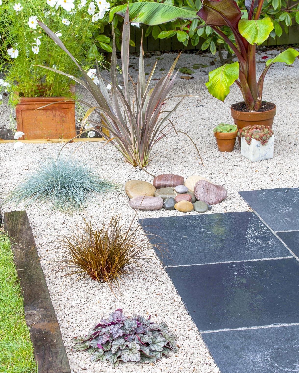 Jardin Sur Gravier : Réussir L'aménagement D'un Jardin De ... concernant Gros Cailloux Pour Jardin