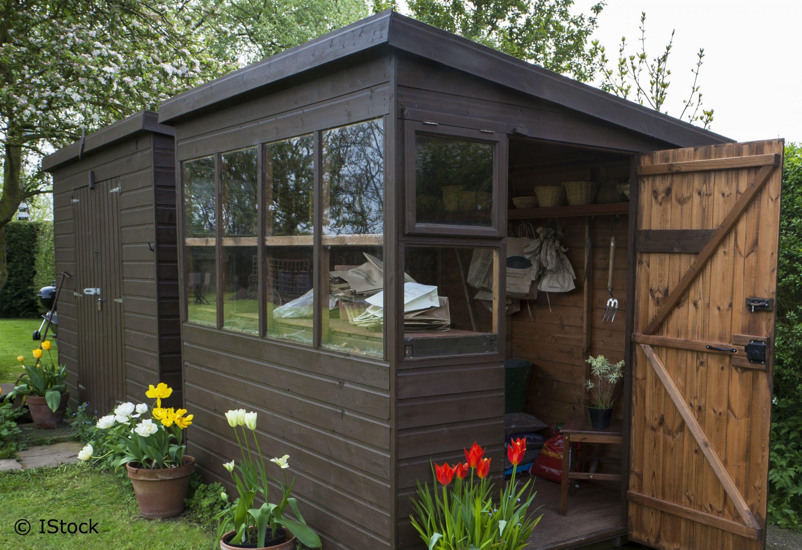 Jardin: Un Abri À Tout Prix! intérieur Construire Une Cabane De Jardin Soi Meme