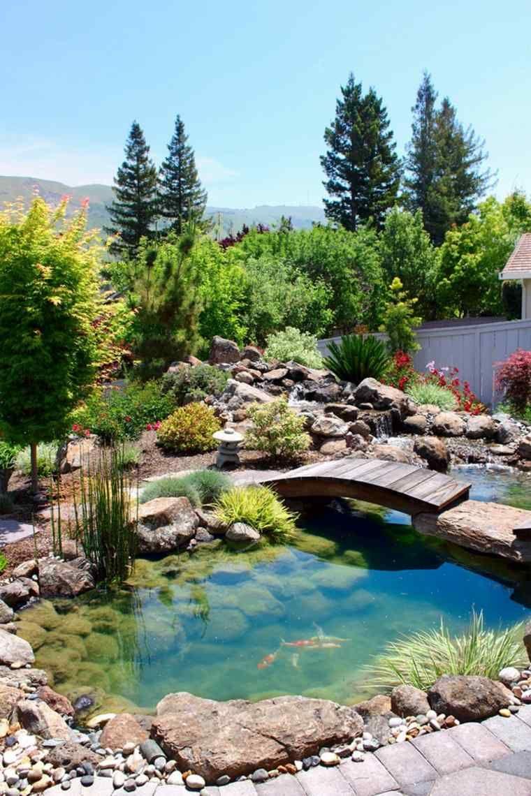 Jardin Zen Décoré Avec Un Pont En Bois | Bassin De Jardin ... destiné Bassin Jardin Préformé