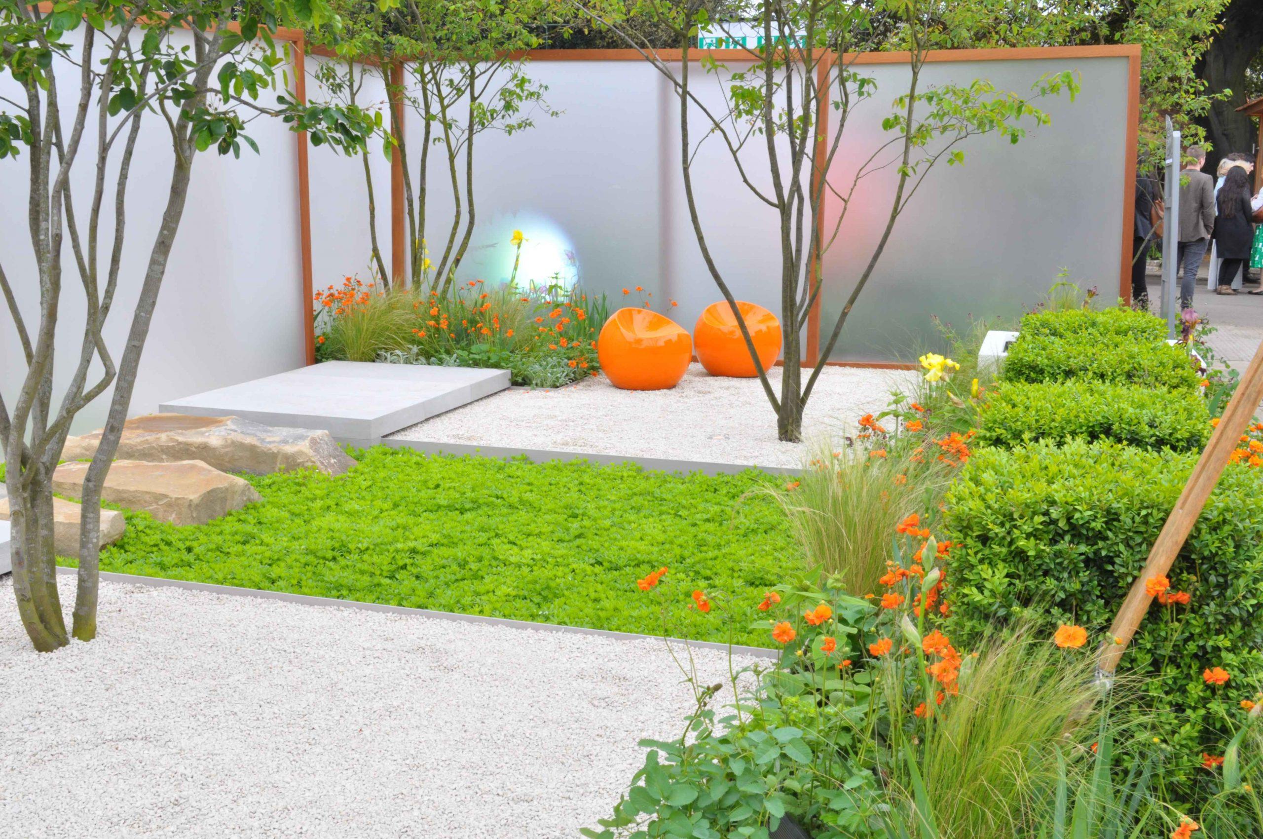 Jardin Zen : Un Petit Jardin De Ville Aménagé Avec Des ... destiné Plantes Pour Jardin Japonais