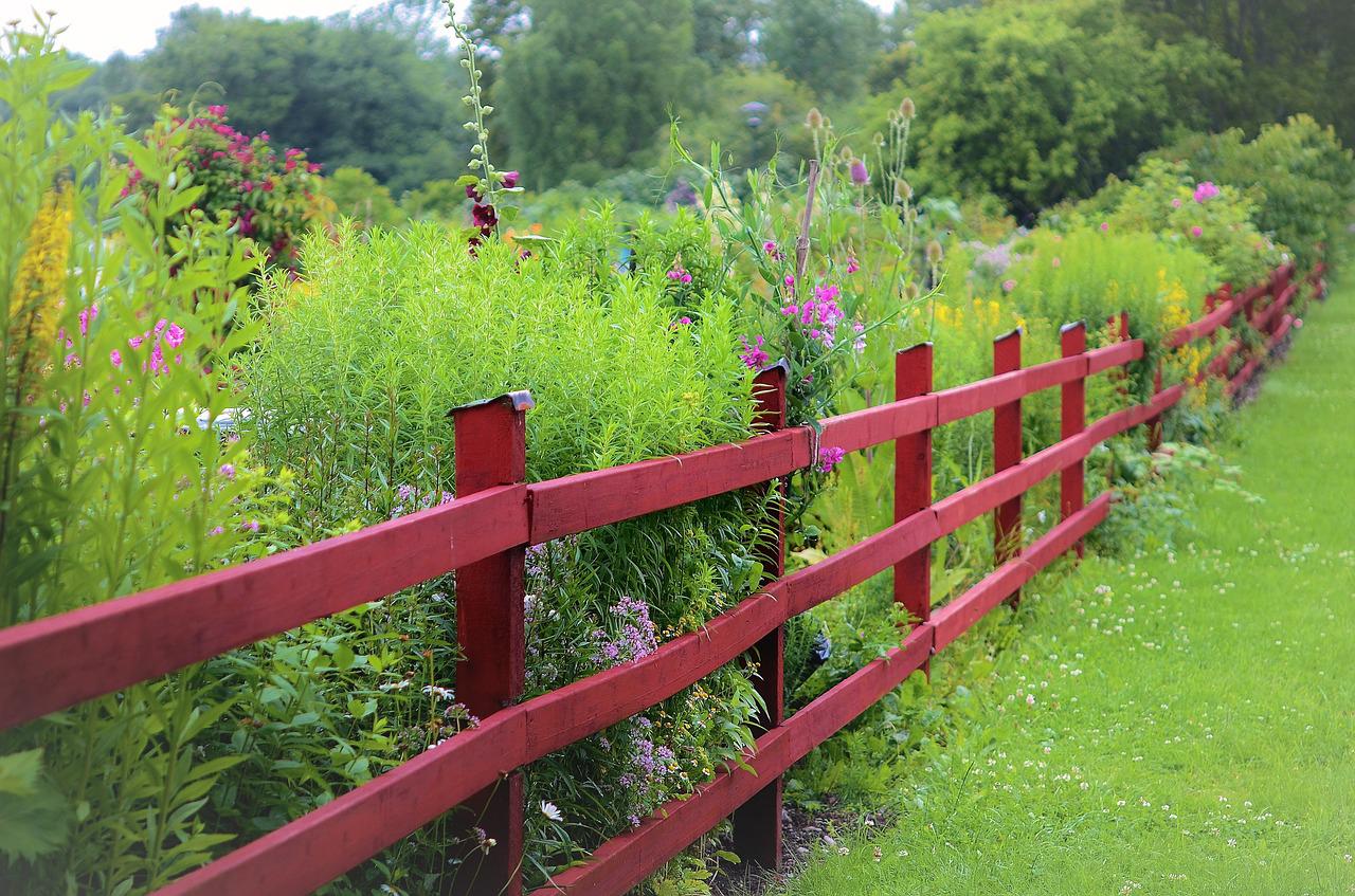 Jardiner En Bon Voisinage : Les Règles À Respecter ... intérieur Cloturer Un Jardin