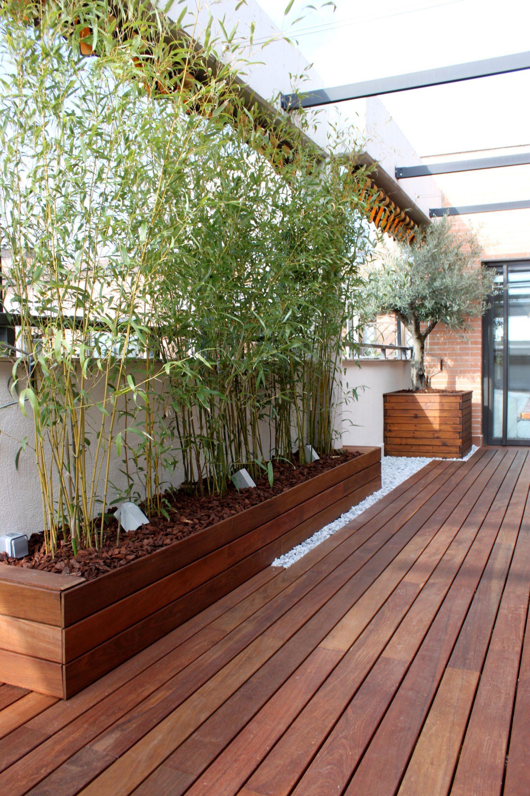 Jardinera De Madera De Ipe Integrada Con El Pavimento ... dedans Idee Brise Vue Jardin