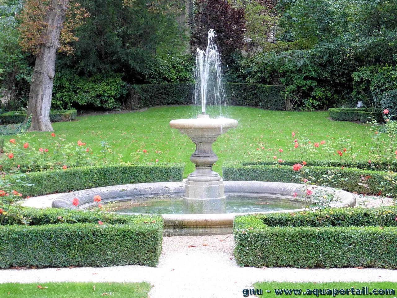Jet D'eau: Définition Et Explications destiné Jet D Eau Pour Fontaine De Jardin
